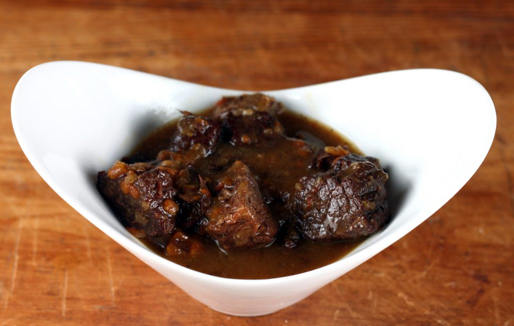 beef-in-wine-sauce-served-015-photoshopped