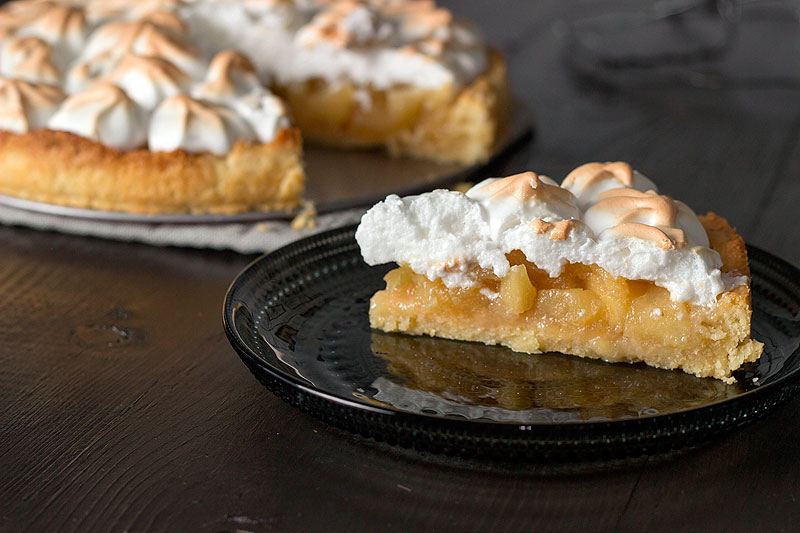 Apple Pie with meringue instead of a top crust. More calorie / ww friendly option. Skeeze / Pixabay.com / 2015 / CC0 1.0
