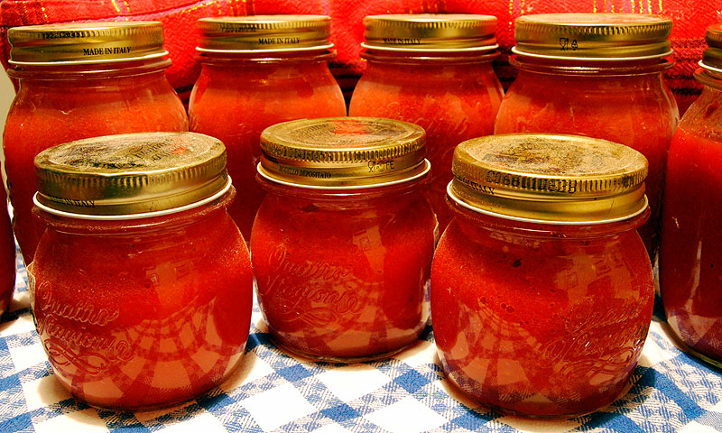 Filled Quattro Stagioni jars (note: 2 piece Mason jar lids should have been used instead.) Credit: Gianni Crestani / Pixabay.com / 2014 / CC0 1.0